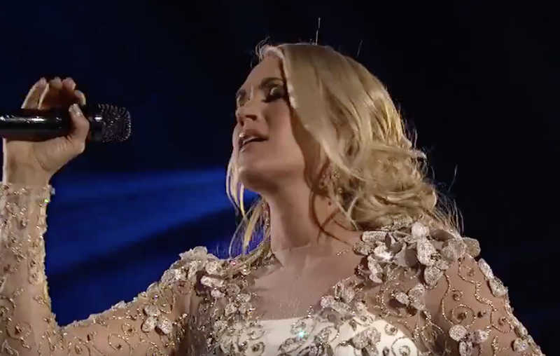 Watch carrie underwood s incredibly touching moment of for Carrie underwood softly and tenderly